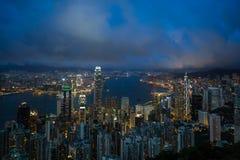 Paisaje urbano de Hong Kong en la noche Imágenes de archivo libres de regalías