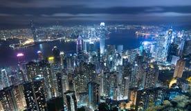 Paisaje urbano de Hong-Kong en la noche Imagen de archivo libre de regalías