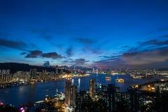 Paisaje urbano de Hong-Kong en la noche Imágenes de archivo libres de regalías