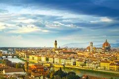 Paisaje urbano de la antena de la puesta del sol de Florencia Opinión del panorama de Michelangel Imagen de archivo
