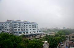 Paisaje urbano de la ciudad de Mandalay mientras que rainning tiempo en Mandalay, Myanmar Fotos de archivo
