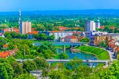 Paisaje urbano de la ciudad Karlovac, Croacia imagen de archivo