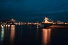 Paisaje urbano de la ciudad de Malmö en la noche, Suecia imagen de archivo libre de regalías
