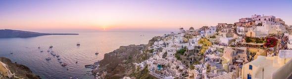 Paisaje urbano de la isla de Santorini Imagen de archivo libre de regalías