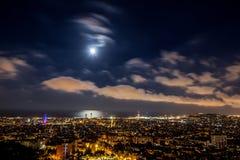 Paisaje urbano de la noche de Barcelona Foto de archivo libre de regalías