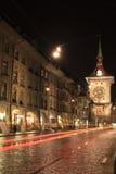 Paisaje urbano de la noche de Berna Foto de archivo libre de regalías