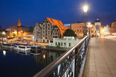 Paisaje urbano de la noche de Bydgoszcz en Polonia Fotos de archivo libres de regalías