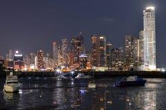 Paisaje urbano de la noche de ciudad de Panamá, Panamá, America Central Imágenes de archivo libres de regalías