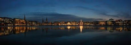 Paisaje urbano de la noche de Hamburgo Fotografía de archivo