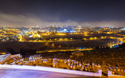 Paisaje urbano de la noche de Jerusalén Imagen de archivo libre de regalías