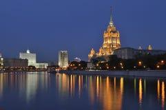Paisaje urbano de la noche de Moscú Foto de archivo
