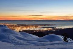 Paisaje urbano de la noche de Vancouver visto del soporte Seymour Fotos de archivo