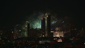 paisaje urbano de la noche 4K durante la celebración del día de fiesta en Bangkok metrajes