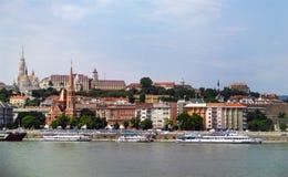 Paisaje urbano de la opinión del río de Budapest Hungría fotos de archivo libres de regalías