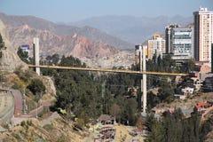 Paisaje urbano de La Paz con el puente de las Américas Foto de archivo libre de regalías