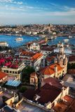 Paisaje urbano de la puesta del sol de la ciudad de Estambul Imagen de archivo libre de regalías