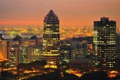 Paisaje urbano de la puesta del sol en al oeste de Singapur Fotos de archivo