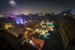 Paisaje urbano de la tienda de delicatessen durante Diwali festiwal