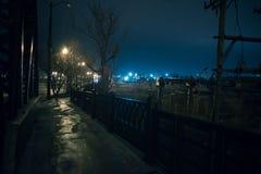 Paisaje urbano de la tierra de la fábrica de acero en Chicago en la noche imagen de archivo libre de regalías
