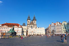 Paisaje urbano de la vieja plaza en Praga Fotos de archivo