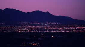 Paisaje urbano de Las Vegas en la noche Lado oeste de Las Vegas almacen de metraje de vídeo
