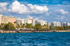 Paisaje urbano de Limassol y 'promenade' de la costa chipre fotos de archivo libres de regalías