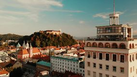 Paisaje urbano de Ljubljana, capital de Eslovenia en la puesta del sol metrajes