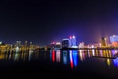 Paisaje urbano de Macao en la noche Imagenes de archivo
