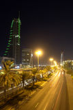 Paisaje urbano de Manama - escena de la noche Fotos de archivo