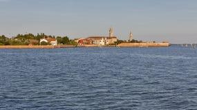 Paisaje urbano de Mazzorbo y laguna de Venecia, Italia Fotografía de archivo