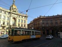 Paisaje urbano de Milán con la tranvía Italia Fotos de archivo