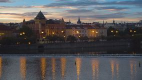Paisaje urbano de Praga en la salida del sol almacen de video