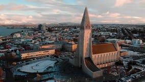 Paisaje urbano de Reykjavik en la opini?n a?rea de la se?al de Islandia almacen de video