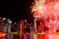 Paisaje urbano de Singapur en la noche, Singapur - 17 de julio de 2015 Fotografía de archivo