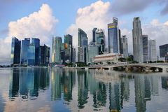 Paisaje urbano de Singapur en Marina Bay Area fotos de archivo