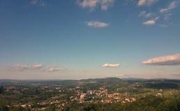 Paisaje urbano de Tesanj, Bosnia y Herzegovina Foto de archivo