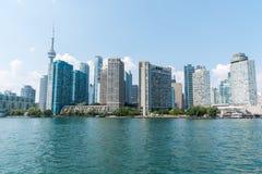 Paisaje urbano de Toronto del lago Ontario imagen de archivo libre de regalías