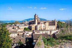 Paisaje urbano de Urbino en Italia Fotos de archivo
