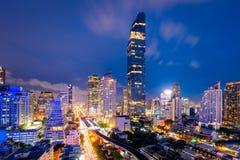 Paisaje urbano del centro de negocios del centro de la ciudad adentro de Bangkok durante tiempo de la hora punta Imagenes de archivo