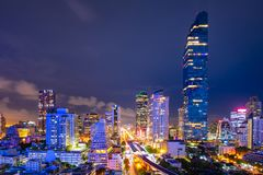 Paisaje urbano del centro de negocios del centro de la ciudad adentro de Bangkok durante tiempo de la hora punta Fotos de archivo libres de regalías