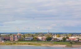 Paisaje urbano del cielo azul del againt de Nimega Foto de archivo