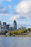 Paisaje urbano del edificio del hacha de Londres y 30 del St Maria Imagen de archivo