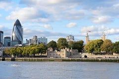 Paisaje urbano del edificio del hacha de Londres y 30 del St Maria Foto de archivo