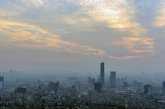 Paisaje urbano del horizonte de Hanoi en el período crepuscular Imagen de archivo