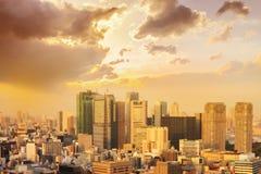 paisaje urbano del horizonte de /sunrise de la puesta del sol de la ciudad de Tokio en la visión aérea w fotos de archivo
