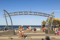 Paisaje urbano del paraíso de las personas que practica surf de la ciudad de Gold Coast Fotos de archivo