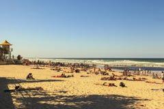 Paisaje urbano del paraíso de las personas que practica surf de la ciudad de Gold Coast Imagen de archivo libre de regalías