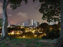 Paisaje urbano del parque de la ciudad de la colina de la perla Foto de archivo libre de regalías