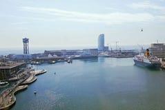 Paisaje urbano del puerto de Barcelona Fotos de archivo
