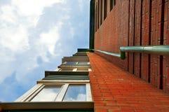 Paisaje urbano del rascacielos en el cielo azul Fotografía de archivo libre de regalías